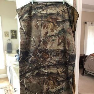 Realtree Camouflage Soft Throw Blanket